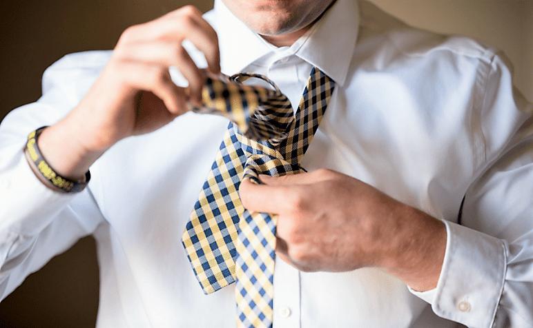 Fare il nodo alla cravatta