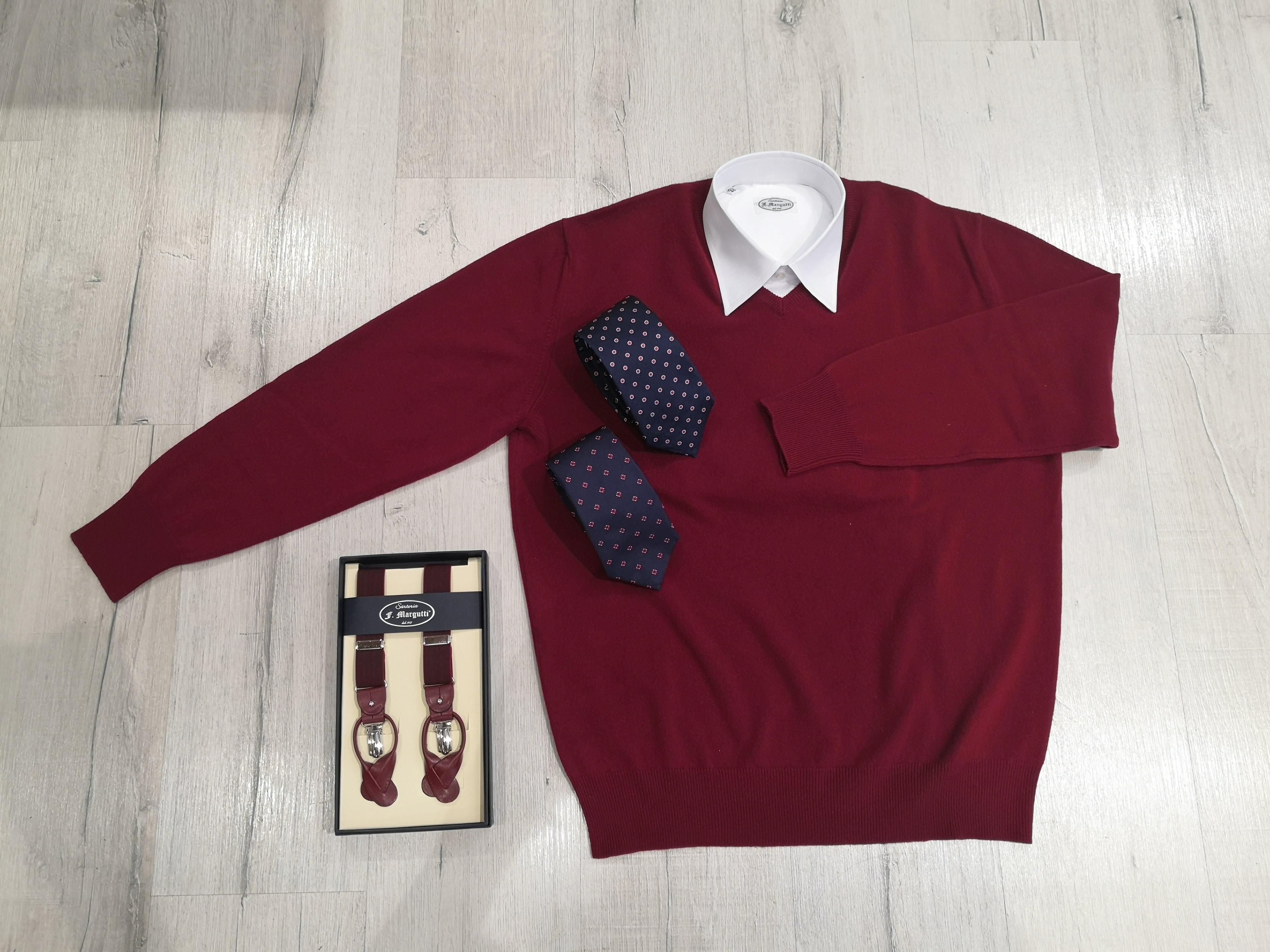 Maglioncino in cashmere abbinato con camicia su misura