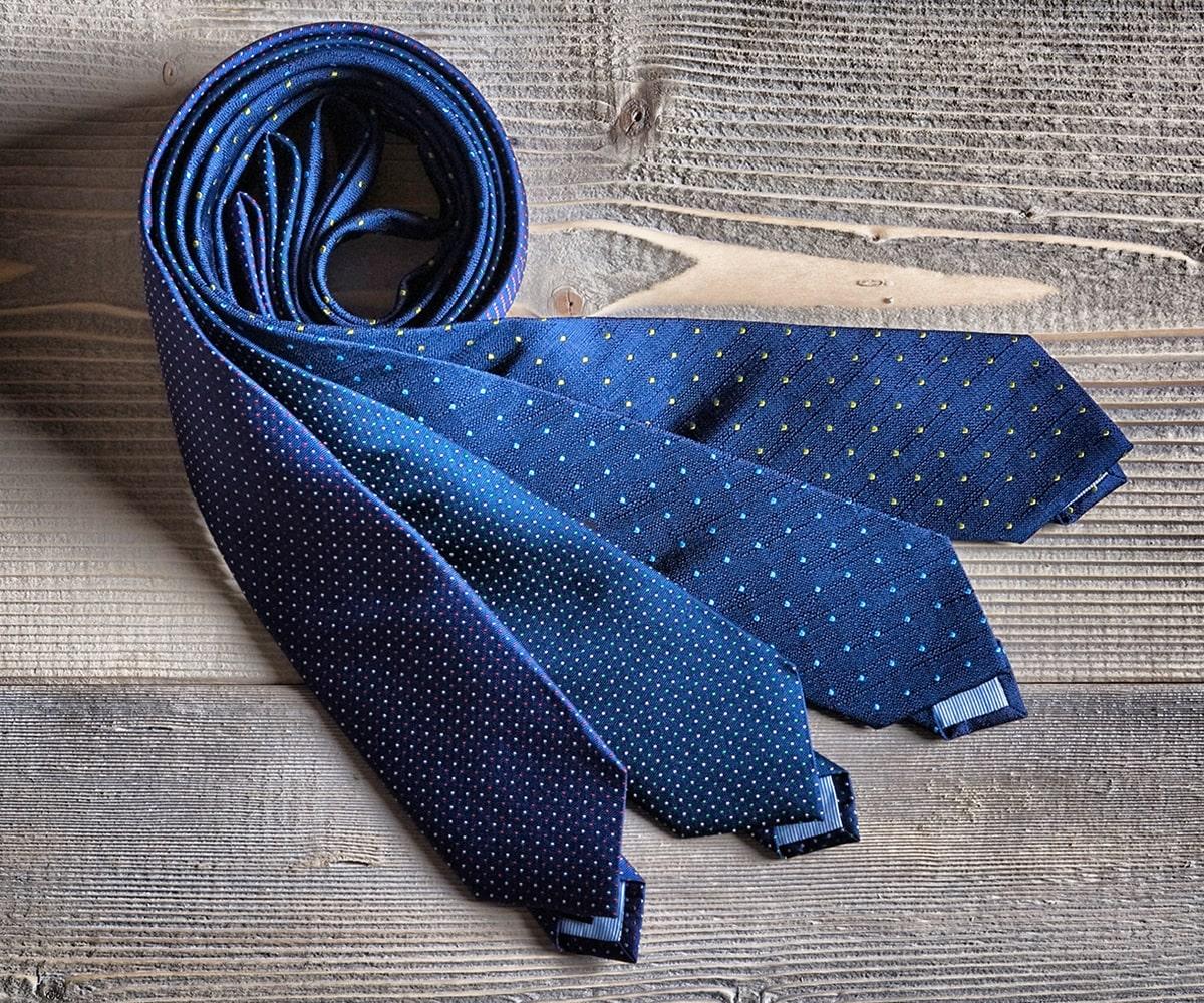 quattro cravatte blu