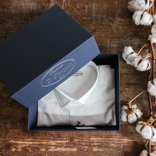 Confezione scatola pregiata con camicia bianca